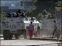 Tropas brasileñas y policías haitianos patrullan calles de Puerto Príncipe
