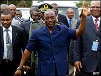 President Kabila greets supporters in Kisangani