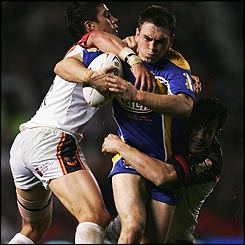 Kevin Sinfield launches an attack for Leeds