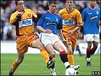Phil O'Donnel and Gregory Vignal battle for possession