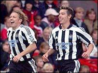 Craig Bellamy celebrates with Darren Ambrose