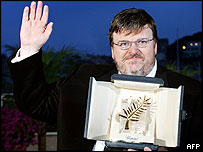 Michael Moore with his Palme d'Or for Fahrenheit 9/11