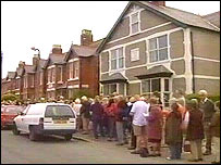 Queue for dentist in Abergele