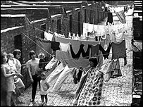 1950s Grangetown housewives hanging out washing