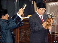 Susilo Bambang Yudhoyono is sworn in as Indonesian president