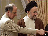 Ahmed Chalabi with Iranian President Mohammad Khatami (archive image)