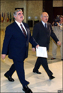 Rafiq Hariri (l) arrives at the presidential palace on Wednesday