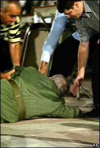 Fidel Castro después de su caída en Santa Clara