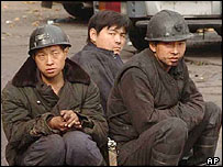 Miners wait for news of colleagues, Daping, 21/10/04
