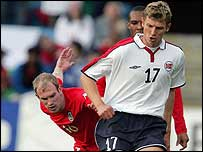 Gareth Roberts competes with Tore Andre Flo