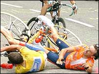 Lance Armstrong and Iban Mayo fall on stage 15