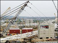 The cranes begin lifting Wembley's new arch