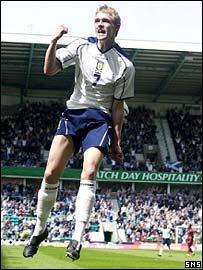 Darren Fletcher celebrates the opening goal