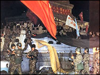 Special unit soldiers storming the Hero's Memorial in Tiananmen Square, 5am , 4 June 1989 (64memo.com)