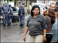 A woman outside Benfica prison tries to find a relative inside as the hostage drama goes on