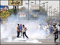 Tear gas in Karachi