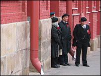Imitadores de V.I.Lenin y Carlos Marx en la Plaza Roja de Mosc�.  Foto: Manuel Toledo