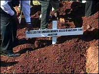 Remains being buried at a Nairobi cemetery (Pic: Kenyan TV)