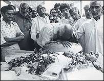 Mourning a newspaper editor killed by Sikh militants (Photo courtesy The Tribune)