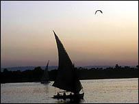 مركب في النيل