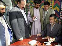 Afghans gather to register votes