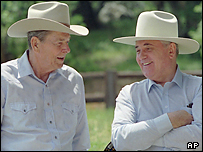 Михаил Горбачев и Рональд Рейган в 1992 году в США