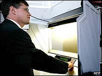 Dutch Prime Minister Jan Peter Balkenende casts his vote