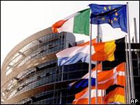 Флаги у здания Европарламента в Страсбурге