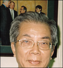 Professor Nguyen Trong Nhan with a photograph of his meeting with Bill Clinton