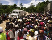Crowds watch the arrival of a WFP aid lorry in Fond Verrettes