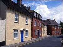 Houses in Ringwood, Hampshire, (pic courtesy of freefoto.com)