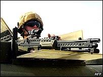 Soldado británico en Basora, Irak.