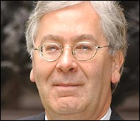 Mervyn King outside the Bank of England