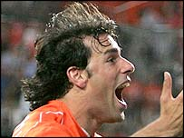 Ruud van Nistelrooy volleys Holland level with Germany