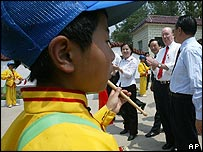 Dignitaries visit Chinese Aids orphans