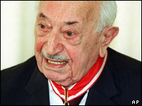 Nazi hunter Simon Wiesenthal (file photo)