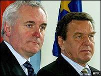Bertie Ahern (left) and Gerhard Schroeder
