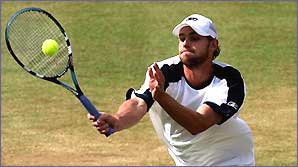 Andy Roddick stretches for a volley
