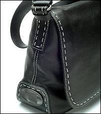 Handbag with fingerprint scanner