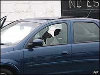Francisco Ortiz Franco en su vehículo tras ser asesinado