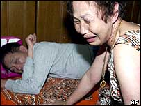 South Korean hostage Kim Sun-il's parents, after hearing of his death (22/06/04)