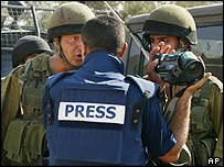 Israeli soldiers try to prevent filming of confrontation near Nablus
