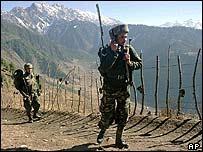 دورية هندية عند خط السيطرة في كشمير