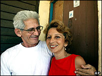 Manuel V�zquez Portal with his wife at home in Havana after his release