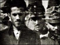 Гаврило Принцип, которого привезли в суд по делу об убийстве Франца Фердинанда (фото из Hulton Archive)
