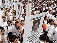 Silent march in Mexico City, 27 June 04