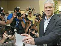 Boris Tadic votes in Belgrade
