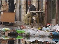 Residuos en una calle de Bagdad.