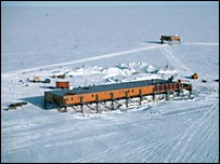 Halley base, Bas