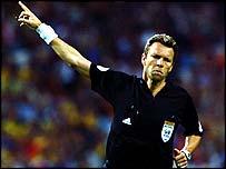 Referee Urs Meier